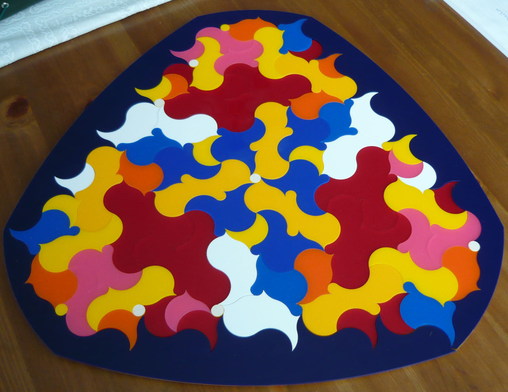 A curvy puzzle made by coloured acryl